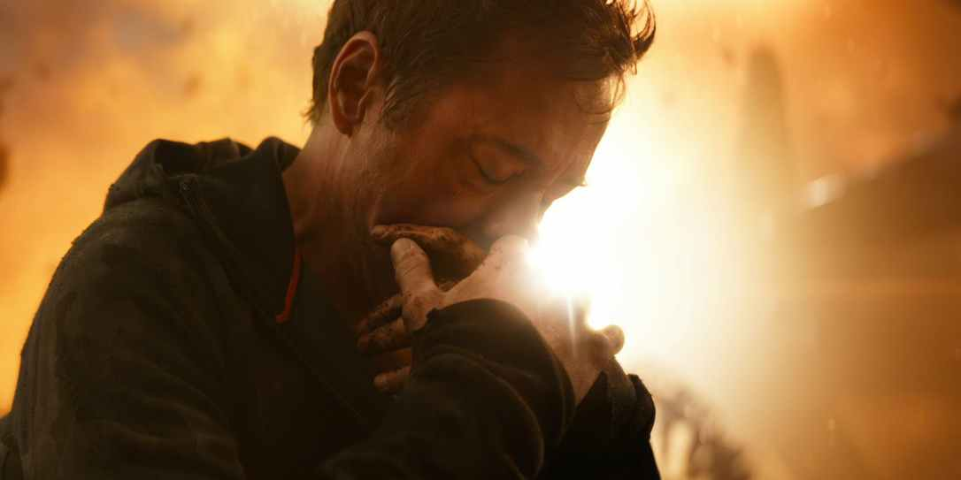 AvengersTony-Stark-Cradling-His-Hand-In-Avengers-Infinity-War